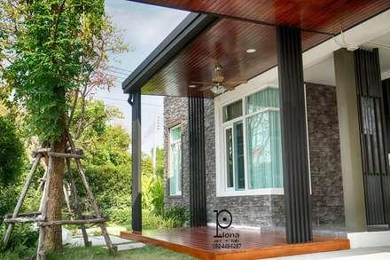 modern Garage/shed by P-lona