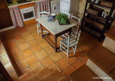La casita de Marie_Home staging para vender: Paredes de estilo  de custom casa home staging