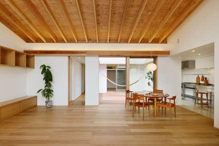 豊橋市 鳥畷の家: スタジオグラッペリ 1級建築士事務所 / studio grappelli architecture officeが手掛けたリビングです。