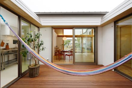豊橋市 鳥畷の家: スタジオグラッペリ 1級建築士事務所 / studio grappelli architecture officeが手掛けたバルコニー&テラスです。