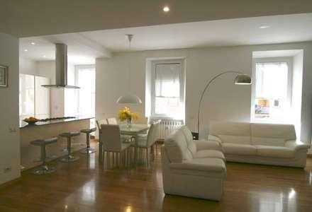 appartamento NN: Soggiorno in stile in stile Minimalista di Laura Pistoia architetto