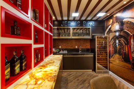 Designer de Interiores e Paisagista Iara Kílarisが手掛けたワインセラー