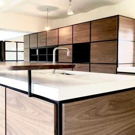 XL massief  terrazzo keukenwerkblad: minimalistische Keuken door QUINT&RONGEN