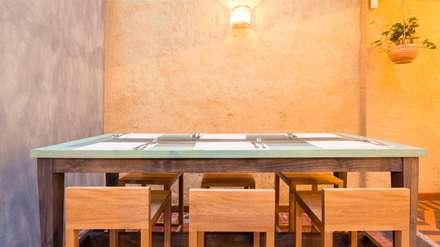 Mesa alta para 6 personas: Locales gastronómicos de estilo  por KDF Arquitectura