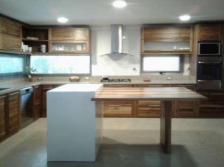 آشپزخانه by Azcona Vega Arquitectos