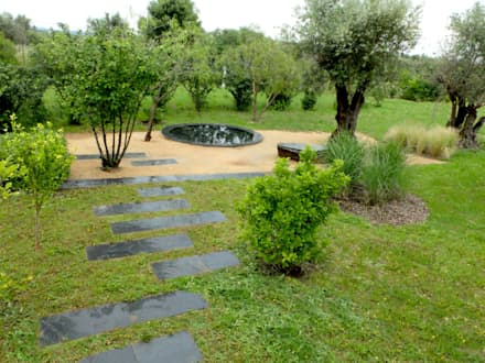 Olho de água: Jardins ecléticos por Atelier Jardins do Sul