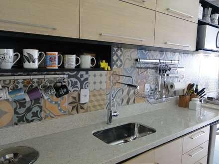 Cozinha do Apartamento Mariz e Barros: Cozinhas modernas por Priscila Boldrini Design e Arquitetura