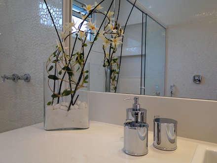 Casa Mansões: Banheiros modernos por Priscila Boldrini Design e Arquitetura