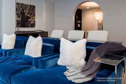 Pasquale Design - Mediterranean Modern Luxe - Interior 13: moderner Multimedia-Raum von Chibi Moku