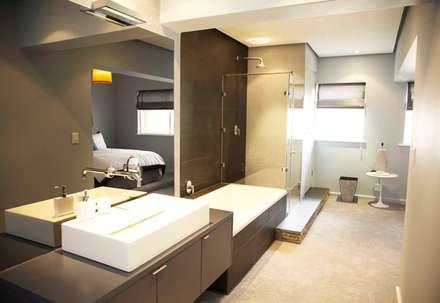bedroom en suite: eclectic Bathroom by tillmanecke:architecture
