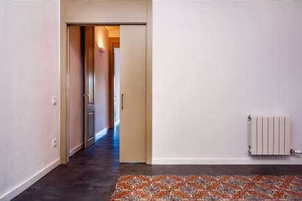 CASA FRANCESC D'ASSÍS: Ventanas de estilo  de Lara Pujol  |  Interiorismo & Proyectos de diseño