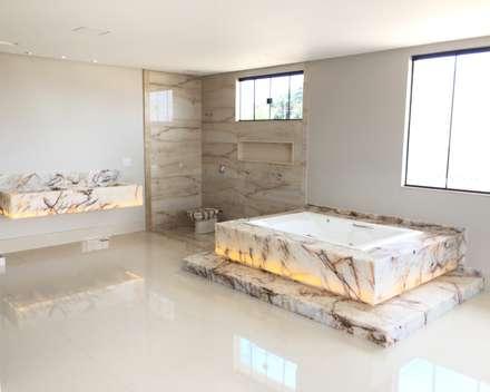 Casa C+W: Banheiros modernos por Arquitetando e Inspirando
