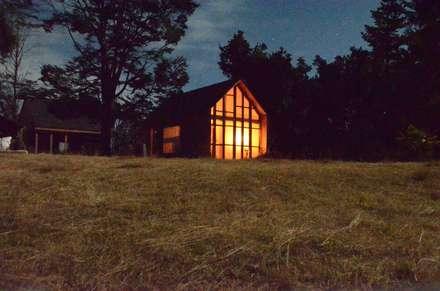 Refugio en Lago calafquen, Islas balboa: Casas de estilo rural por Studio Himmer