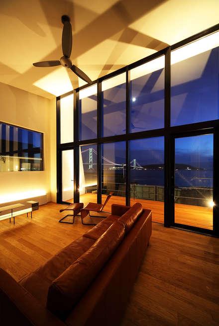 Yates y jets de estilo escandinavo por 一級建築士事務所haus