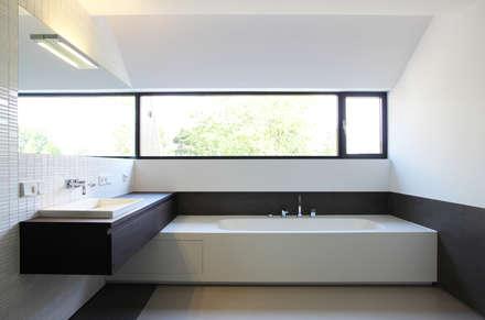 힐링 욕실공간: 담음건축디자인주식회사의  화장실