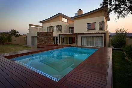House Eye of Africa Golf & Residential Estate I: modern Pool by Metako Projex