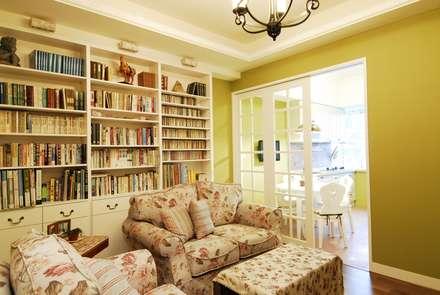ห้องนั่งเล่น by 浩司室內裝修設計有限公司 HOUSE INTERIOR DESIGN