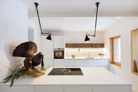Umbau eines Einfamilienhauses O°68: moderne Küche von CARLO Berlin - Architektur & Interior Design