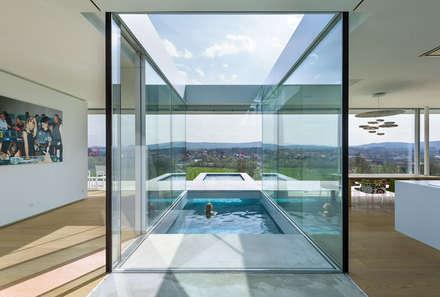 Villa K: minimalistisch Zwembad door Architectenbureau Paul de Ruiter