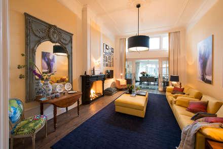 Renovatie en inrichting monumentale stadsvilla: eclectische Woonkamer door Atelier Denessen Architecture