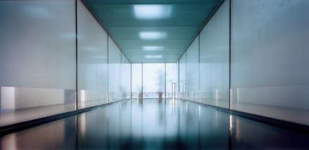 Villa Deys: minimalistisch Zwembad door Architectenbureau Paul de Ruiter