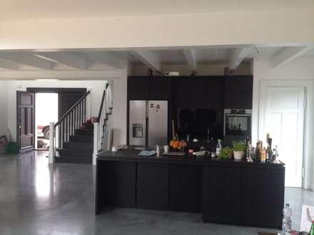 Exclusives Möbeldesign: moderner Multimedia-Raum von PALADIUM° Tischlerei