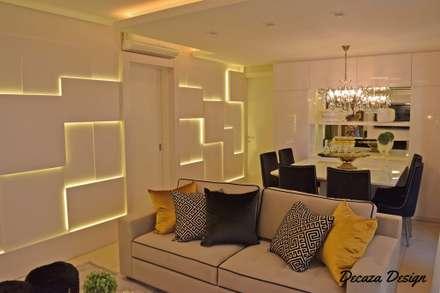 : Salas de estar modernas por DecaZa Design