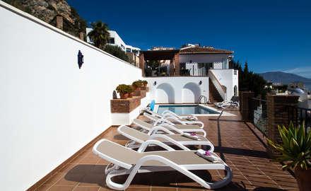 Piscina: Piscinas de estilo mediterráneo de Home & Haus | Home Staging & Foto