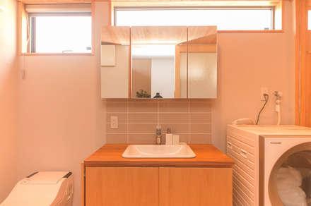 下荒田の家: トラス・アーキテクト株式会社が手掛けた浴室です。