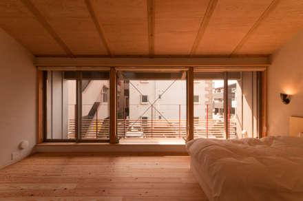 下荒田の家: トラス・アーキテクト株式会社が手掛けた寝室です。