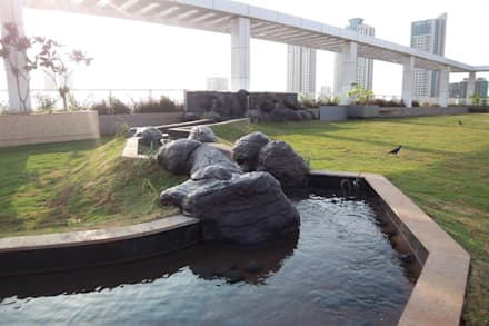 Tropical water body feature:  Commercial Spaces by Land Design landscape architects
