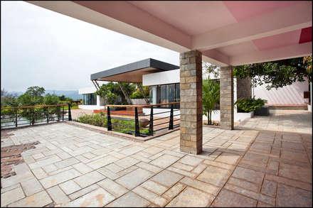 Town development at Konkan: minimalistic Garden by Land Design landscape architects