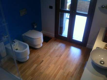 Piso de madera: Baños de estilo moderno por Espacio Papiri