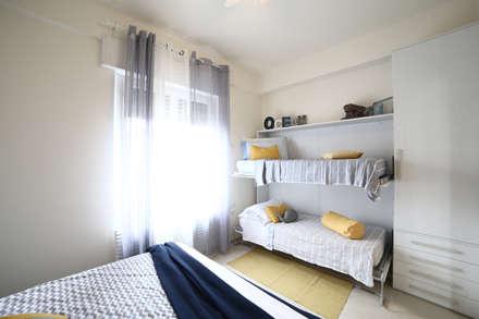 Interior   Cesenatico: Camera da letto in stile in stile Mediterraneo di Civicocinquestudio