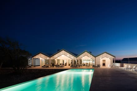Sobreiras - Alentejo Country Hotel: Piscinas modernas por FAT - Future Architecture Thinking
