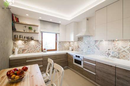 .rodzinne mieszkanie w Warszawie: styl , w kategorii Kuchnia zaprojektowany przez Art of home