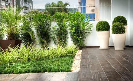 Jardim Condomínio em Florianópolis: Jardins modernos por Grama Arquitetura