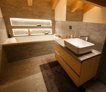 Baños de estilo moderno por BEARprogetti - Architetto Enrico Bellotti