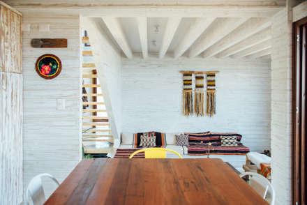 comedor-cocina y living: Comedores de estilo rústico por Thomas Löwenstein arquitecto