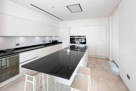Cozinha: Cozinhas modernas por Hi-cam Portugal