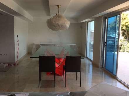 Apartamento Lomas de San Roman : Comedores de estilo moderno por THE muebles