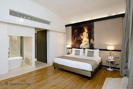 Hotel Gran Melià, Rome: Camera da letto in stile in stile Classico di Giacomo Foti Photographer