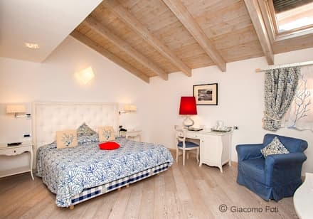 La Ciliegina Lifestyle Hotel, Naples: Camera da letto in stile in stile Coloniale di Giacomo Foti Photographer