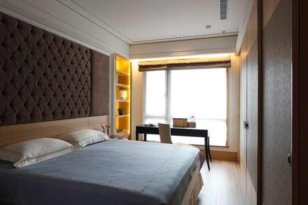 Quartos asiáticos por 誼軒室內裝修設計有限公司