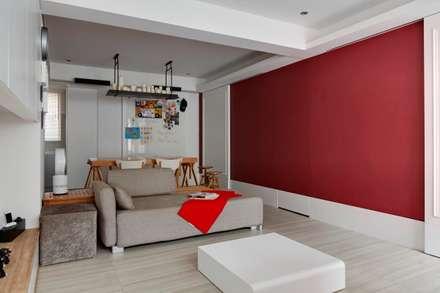 浪漫小屋:  牆壁與地板 by 誼軒室內裝修設計有限公司