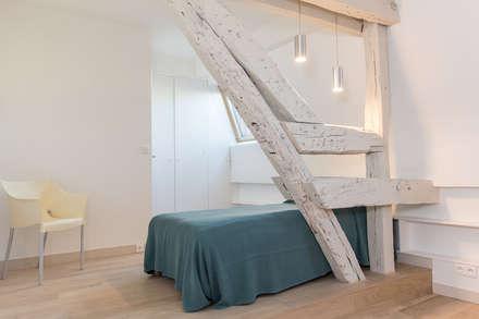 Chambre: Chambre de style de style Moderne par Clémence Monard