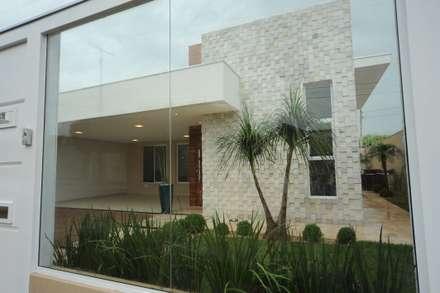 Casa Canãa: Casas modernas por Jorge Machado arquitetura