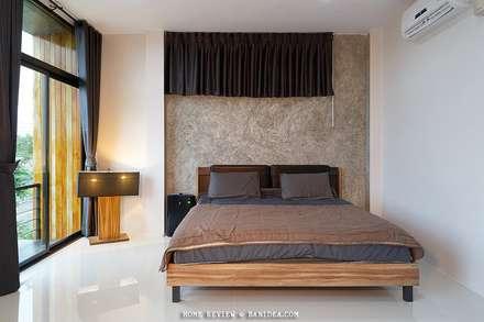 บ้านพักตากอากาศ ชลบุรี:  ห้องนอน by BEYOND HOME (THAILAND) Co.,Ltd