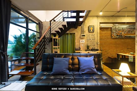 บ้านพักตากอากาศ ชลบุรี:  ห้องนั่งเล่น by LOFT HOME (THAILAND) Co.,Ltd
