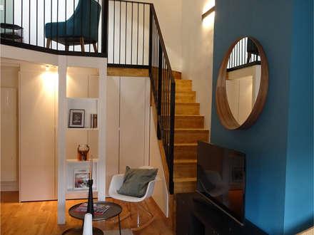 Rénovation et décoration d'un appartement à Lyon Bellecour: Salon de style de style Industriel par VERTINEA